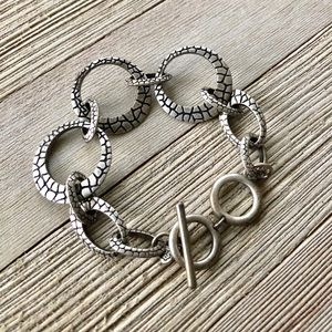 Jewelry - Silver Croc Style Graduated O Loop Bracelet